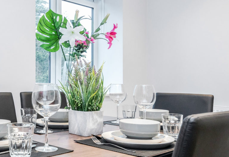Serviced Apartment - Dining & Tableware